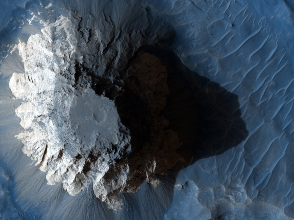 Mountain_Top_Created_in_Crater_MRO